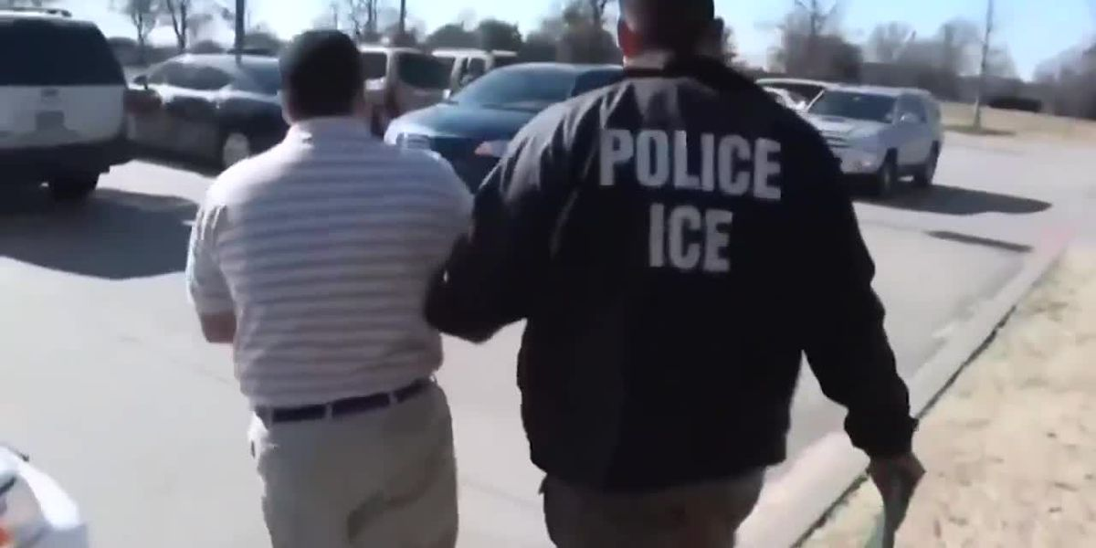 VIDEO: Defensores de inmigrantes preparan por redadas de ICE