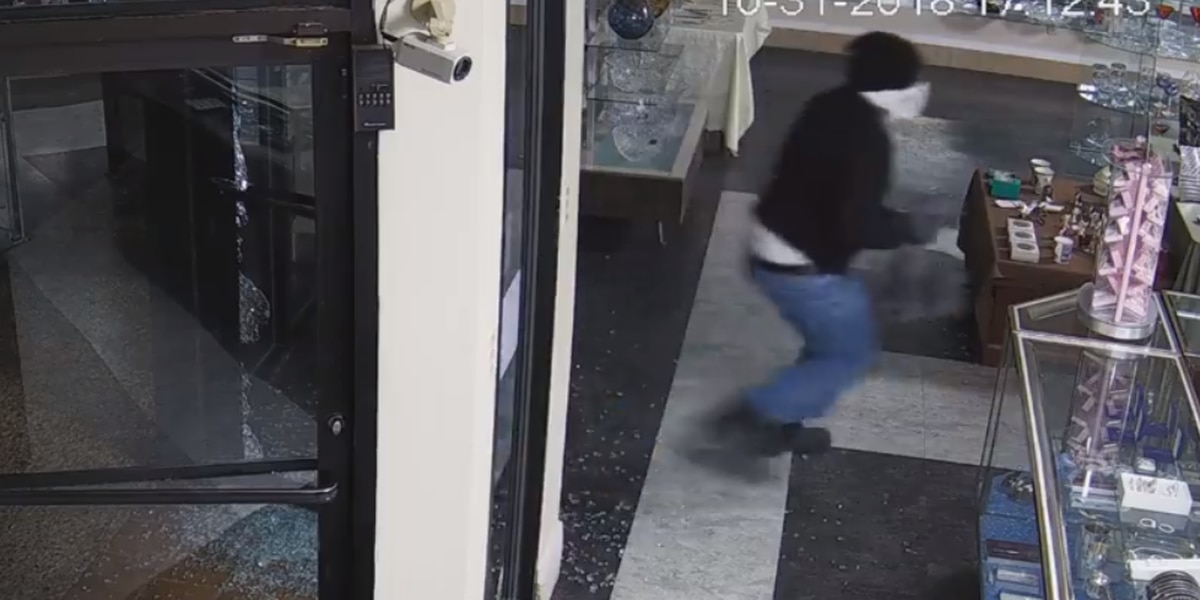 Policía de Marshall pide por ayuda en investigación de robo de joyería