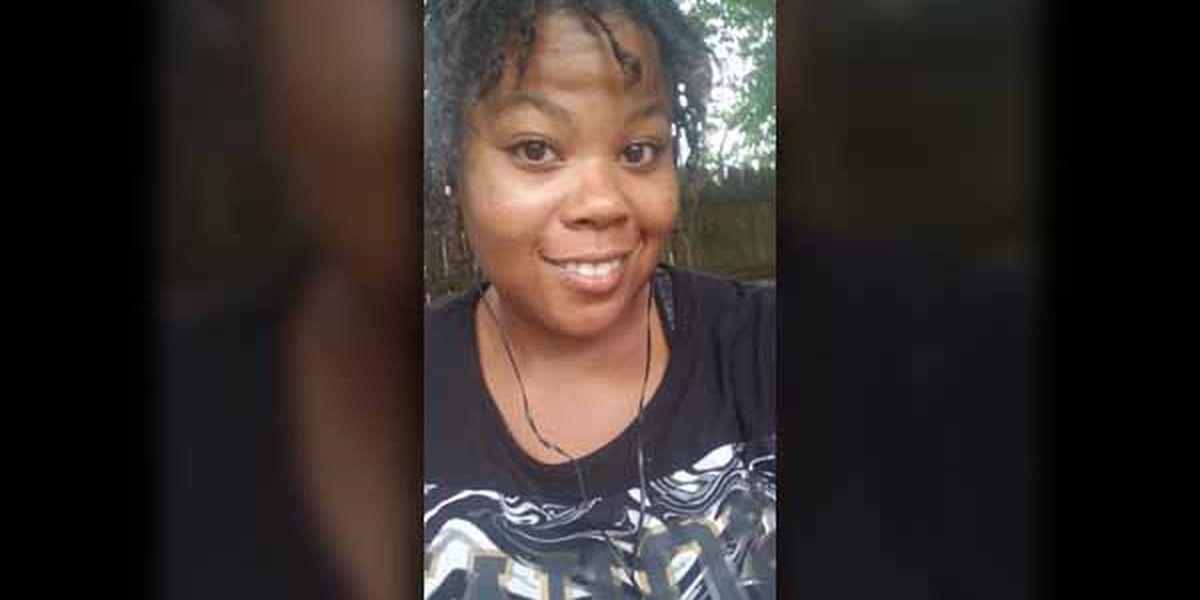 Familia, amigos honran mujer atropellada en Highway 64