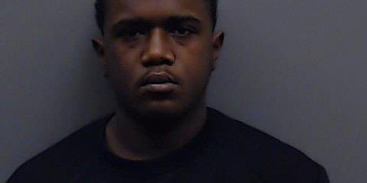 Hombre acusado de homicidio involuntario después de que se disparara un arma, matando a un amigo en un apartamento de Tyler