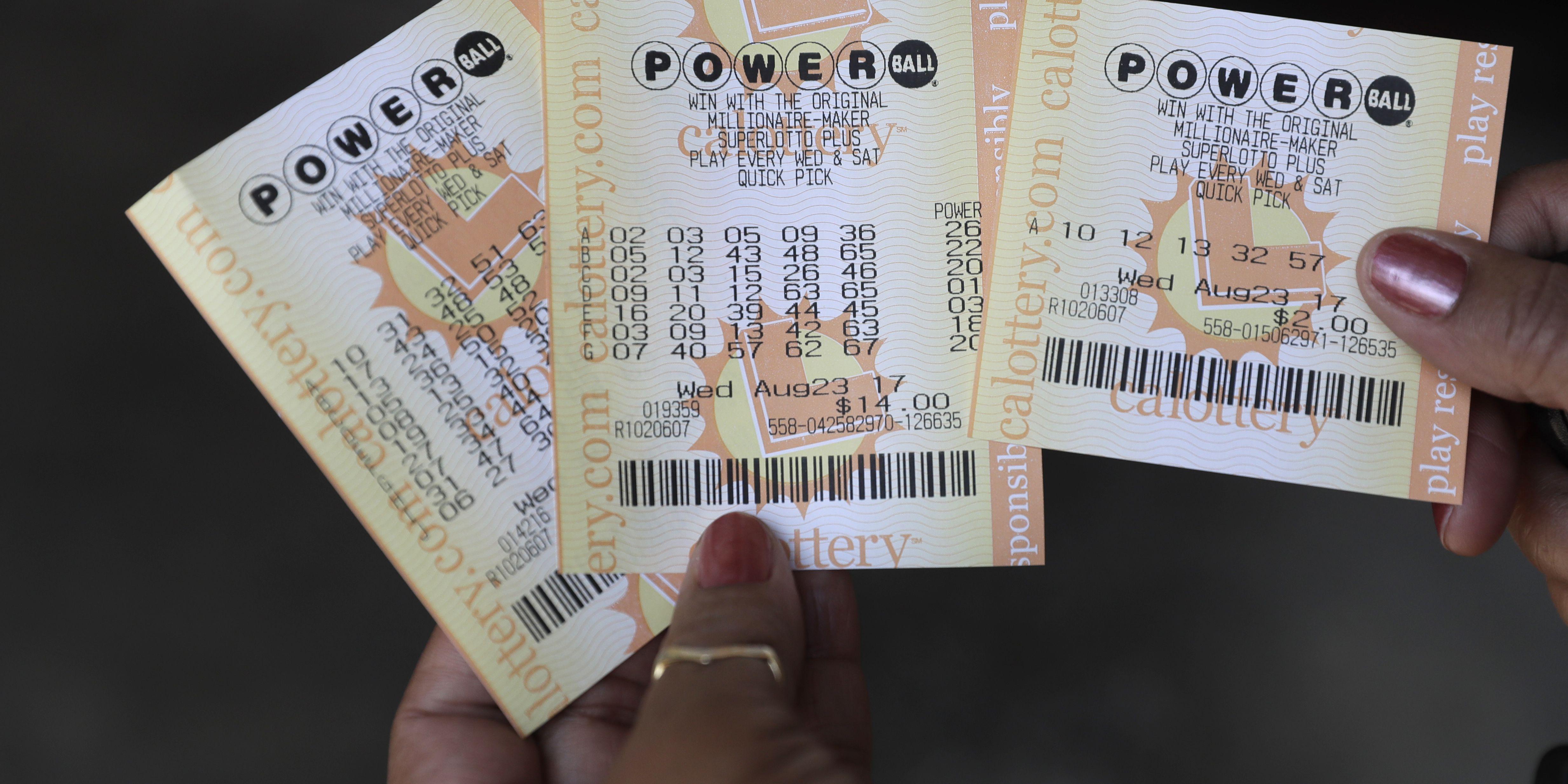With no winner, Powerball jackpot soars to $550 million