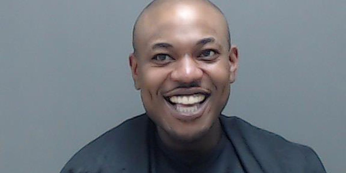 Hombre de Marshall acusado de robo a punta de pistola en un apartamento