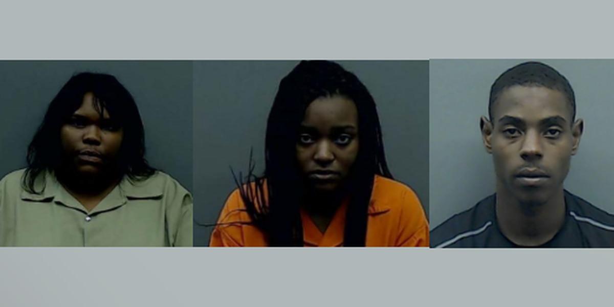 Oficiales arrestan tres por supuestamente robar, golpear, matar hombre de Bullard