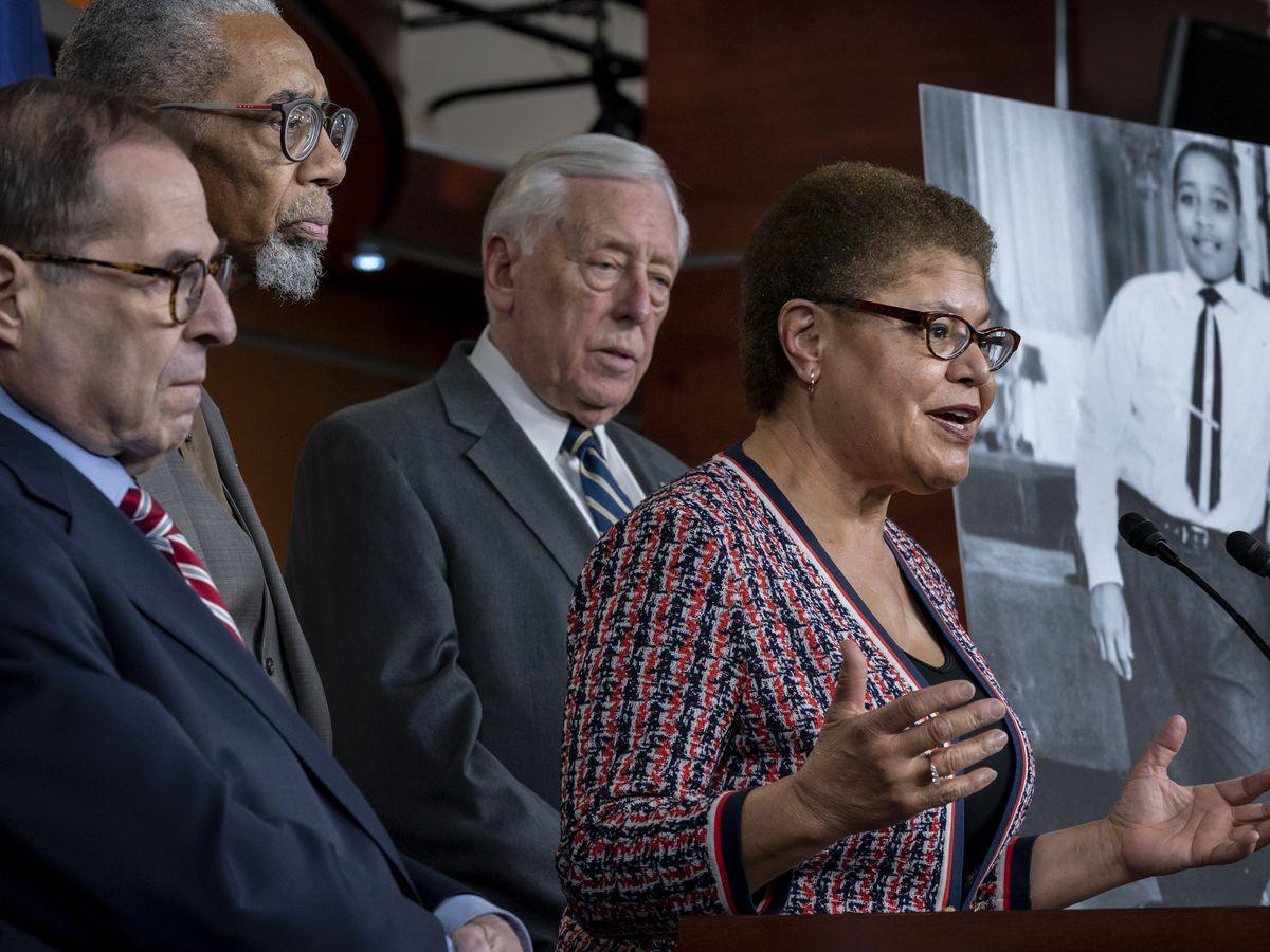 Posible vicepresidenta de Biden defiende postura hacia Cuba