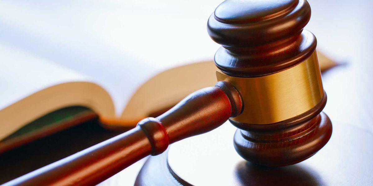 Juez: Estados Unidos debe liberar a los niños migrantes de la detención familiar