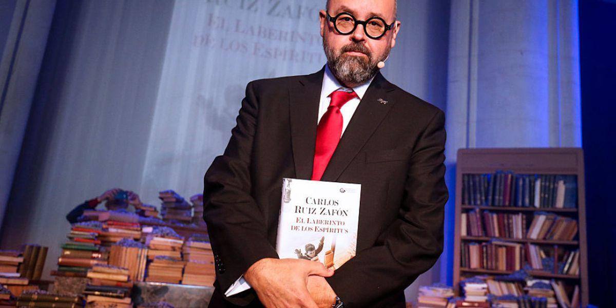Muere aclamado autor español Carlos Ruiz Zafón a los 55 años