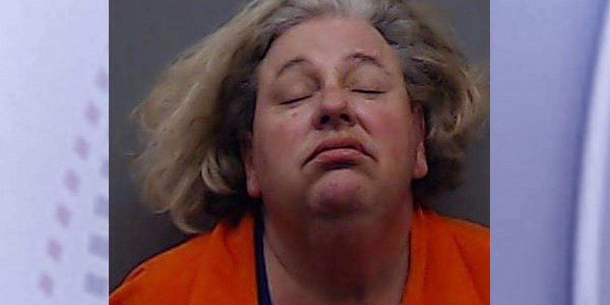Policía de Lindale: mujer arrestada después de que un SUV robado se quedó sin gasolina en la I-20