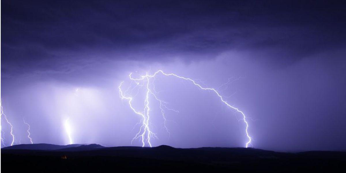Miles de Texanos del este siguen sin electricidad 4 días después de Laura